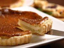 デザートの一例です。手作りのチーズケーキとハーブティをお出しいたします。