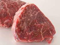 信州牛のステーキ肉です。通常は100gですがご希望によりサイズ変更できます。
