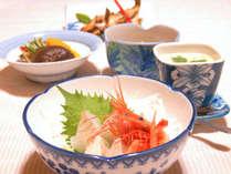 *【夕食】新鮮な日本海の魚を中心に、地野菜や地豆腐などヘルシーな内容のお料理が並びます。