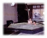 サウナ・薬湯・ジャグジー・滝湯・露天風呂のある女性大浴場
