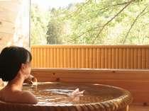 【露天風呂付き客室】ゆっくりと天然温泉をご満喫ください。