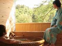 【露天風呂付き客室】自然の中で穏やかな時間をお過ごしください。