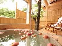露天風呂付き客室≪フルーツ風呂≫信州産りんご風呂が露天風呂付き客室でお楽しみいただけます!