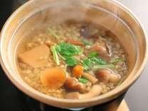 【朝食】そば雑炊の一例。お口の中でプチプチするそばの実の食感がくせに!?