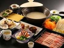 【信州産鶏三種の水炊き鍋】じっくりコトコト煮込んだスープでいただく信州産鶏三種の水炊き鍋!