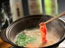 【信州産鶏三種の水炊き鍋】御開帳プランの地鶏三昧。特典は選べるボトルをお部屋に1本