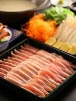 【信州産鶏三種の水炊き鍋】料理長こだわりの白濁スープでしゃぶしゃぶっと頂きます。