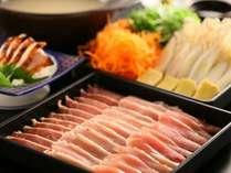 【信州産鶏三種の水炊き鍋】「信州黄金軍鶏のモモ肉」「信濃地鶏の胸肉」「信州ハーブ鶏のモモ肉」
