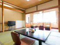 【別館・和室10畳】懐かしい雰囲気の広々としたお部屋です。