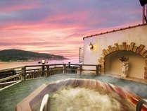 男性露天風呂夕景。  鳥羽湾が一望!