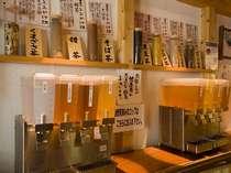 湯上りサロンでは7種の健康茶(ウコン茶・くまざさ茶など)をサービス致しております