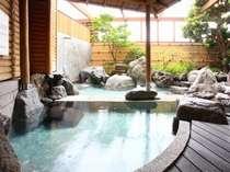 天然温泉:美人の湯「美白泉」の露天風呂