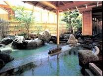 大浴場露天風呂(2種類の源泉:露天風呂は天然ラドン温泉、大浴場は天然アルカリ単純泉)