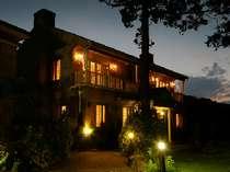 特別貴賓室【ユー】【トミー】英国クイーン・アン・ハウス様式造りの館。和洋室1,2階建て。