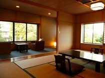 離れ客室【しらかば2F】和室12畳+縁側。4~5名様仕様。日当たり、庭園眺め良し!