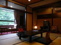 本館客室【つばき】10畳和室。2~4名仕様。2階。日当たり最高!庭園眺め良し。