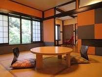 離れ客室【りんどう】8畳+2ベッド部屋。2~4名仕様。レトロ感が心地よく、庭園沿い。