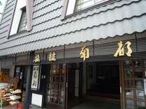 駅に近く観光地にも近いです☆(奈良公園まで徒歩5分,コンビニまで徒歩1分)観光にお買い物に便利ですよ。