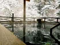 冬の雪見露天(檜露天風呂)