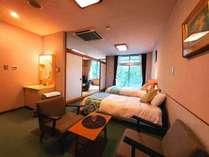 全室42平米以上の広い和室または和洋室に開放感ある大きな窓