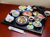 *夕食一例(スタンダードコース)/季節の食材を盛り込んだ会席料理です