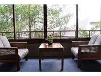 【和室一例】人数によっては小さな窓のお部屋になる場合もございます。