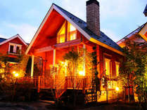 *外観 ログコテージB/緑に囲まれたテラス付一戸建て貸別荘コテージです♪