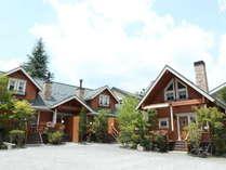 外観 ログコテージ/緑に囲まれたテラス付一戸建て貸別荘コテージです♪