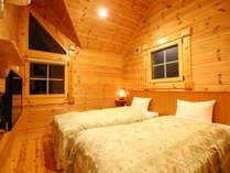 【ログコテージB】寝室は2階となります。どうぞごゆっくりお休みください♪