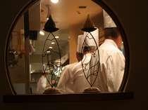 目や耳や香り・・・  五感で楽しめるオープンキッチン