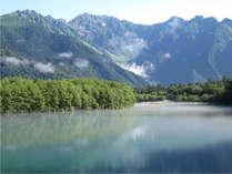 大正池から望む穂高連峰:大正池 ホテルから徒歩で約50分