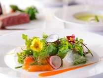 彩り鮮やかなお料理。信州の素材を用いた上高地フレンチ