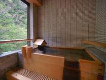 貸切風呂:家族でカップルで気兼ねなくご利用ください。もちろん自家源泉100%天然かけ流し温泉です。