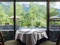 レストラン「ラ・リヴィエール」ご夕食・ご朝食はこちらで。ランチも営業しています。
