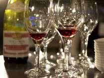 ソムリエが厳選したワインを飲みながら優雅なひと時を。