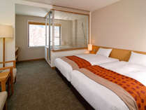 展望風呂付ツインルーム~お部屋で温泉と上高地の風景を同時に楽めます。