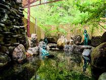 露天風呂~源泉100%掛け流しの温泉。爽やかな風が心地よいひと時をどうぞ。