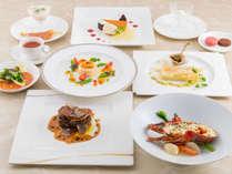 """""""プレミアムディナー""""フランス産の贅沢な食材にこだわった特別なフルコース。"""
