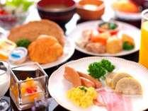熊本ご当地の食材をふんだんに使用した和洋約30種類のお料理とお飲み物を楽しんでいただけます。