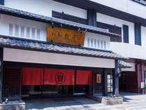 当館は熊本市内中心部に位置し、観光・ビジネスに大変便利な好立地にあります。