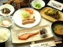朝食一例。野沢温泉ならではのおかずが食欲をそそります。