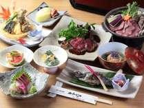 春~秋の夕食一例。旬の地元食材や自家製野菜を彩り豊かに調理いたします。盛り付けにもこだわり!