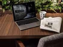 VISTA Cafe・全館Wifi対応・センターテーブルには電源タップを備えておりますのでお仕事も出来ます。