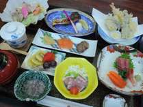 ◆夕食-季節の和食膳一例。地元素材を楽しめます。季節により内容は異なります。