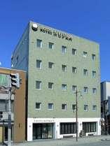 ホテル外観。帯広駅徒歩3分。繁華街の中心部にございます。