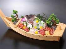追加料理『舟盛り』の一例 お祝い事にぜひどうぞ。ご予算に応じて承ります。10,800円~