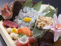 追加料理『お刺身の盛り合わせ』の一例 ※季節や仕入れの状況により内容が変わります。2~3人前3,240円