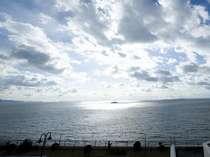 ロビーから見た三河湾の景色
