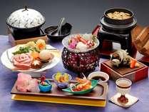 ミニ会席の一例「秀麗豚コラーゲンスープ鍋」など6品。ハーフバイキングとご一緒にお楽しみ下さい。