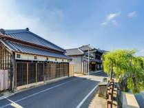 小野川の河岸に位置する一棟丸貸しのAOI棟。
